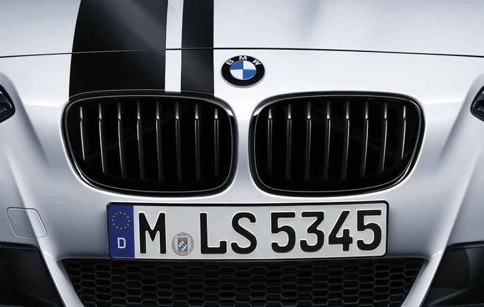 Передняя декоративная решетка радиатора (зеркальный блеск, черная) M Performance для BMW 1 Series F20/F21 (код 51712240773)