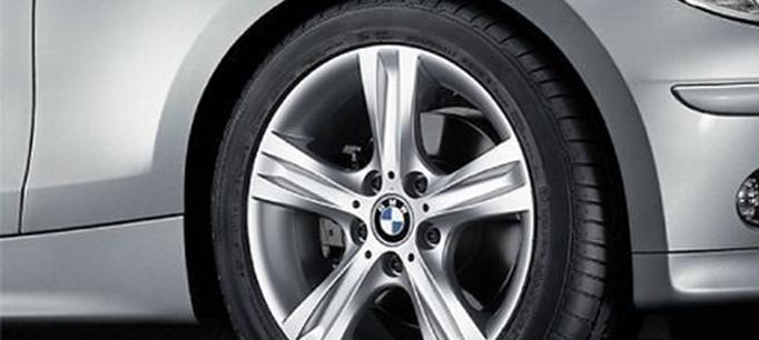 Легкосплавное дисковое колесо (звездообразные спицы) 262 для BMW 1 Series E81/E87 (код 36116779793)
