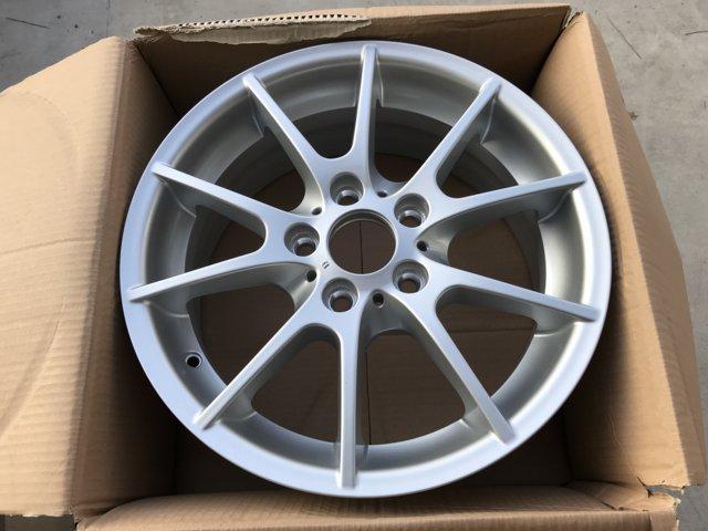 Легкосплавное дисковое колесо (сдвоенные спицы) 178 для BMW 1 Series E81/E87 (код 36116775625)
