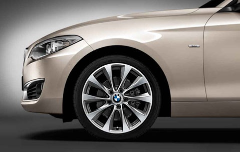 Легкосплавный колесный диск (V-образные спицы) 387 для BMW 1 Series F20/F21 (код 36116796217)
