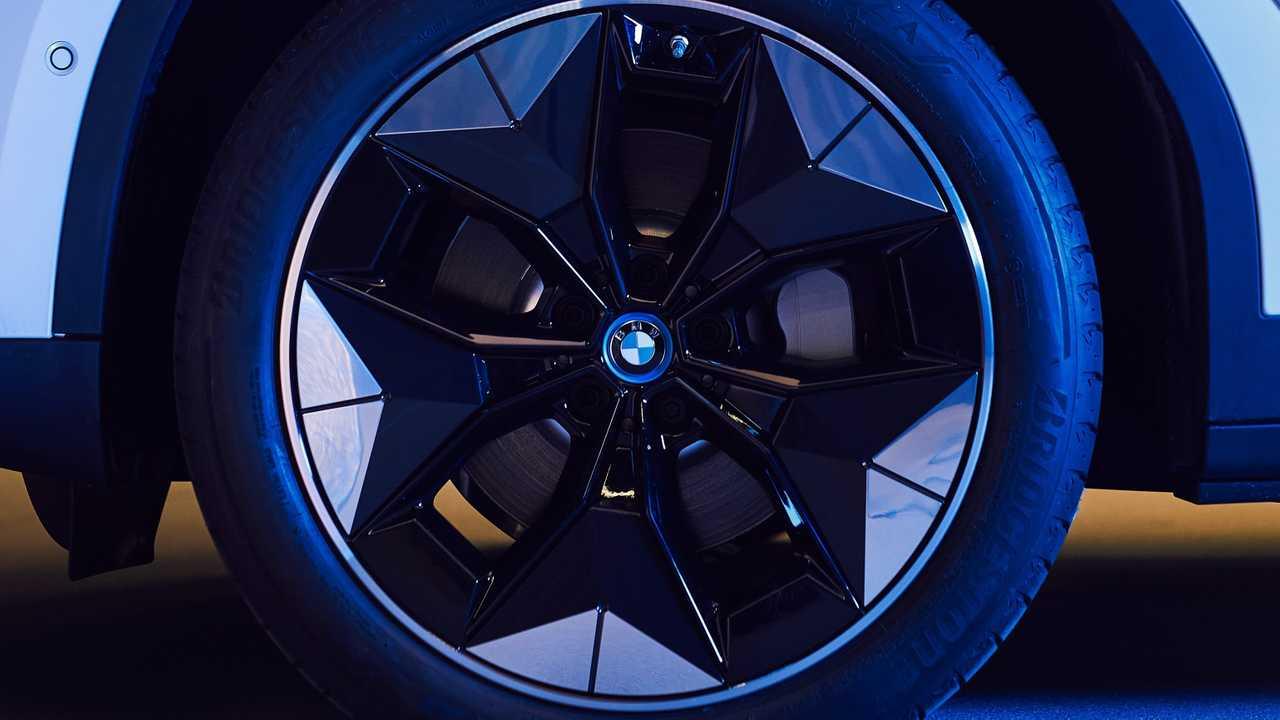 Новый электрический кросовер BMW iX3 первым получит усовершенствованные аэродинамические колесные диски