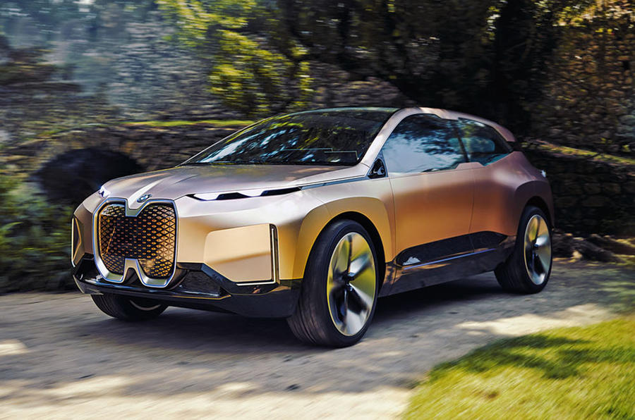 """Немецкий бренд не планирует менять концепцию дизайна своих автомобилей – BMW не откажется от огромных """"ноздрей"""""""