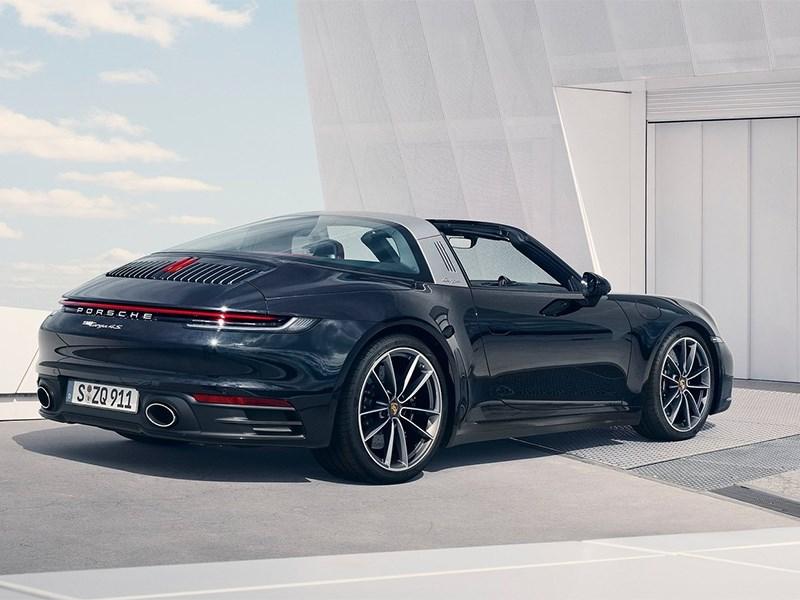 Концерн Porshe представил общественности новый автомобиль модели 911 Targa
