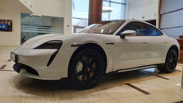 Партия Porsche Taycan в Украине была полностью раскуплена еще до начала презентации