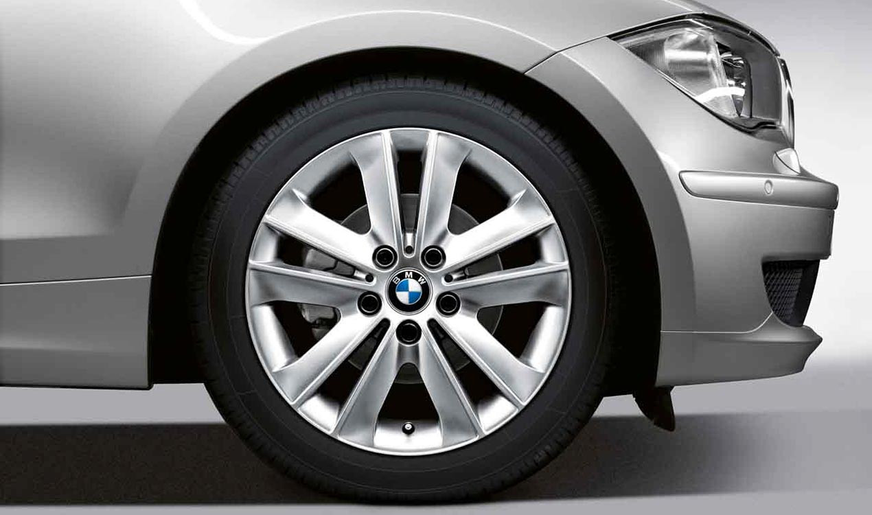 Легкосплавное дисковое колесо (V-образные спицы) 141 для BMW 1 Series E81/E87