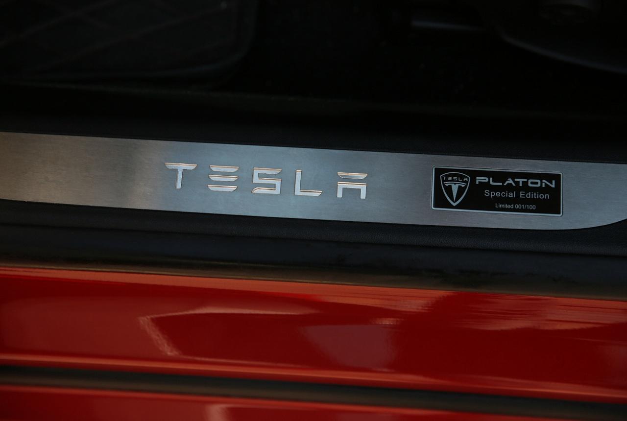 Накладки на порожки Tesla