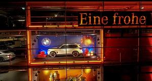 Культовые концерны BMW и Mercedes-Benz обменялись автомобилями в знак солидарности