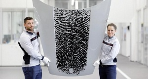 Оставить след в истории легко – ваши отпечатки пальцев на капоте Porsche
