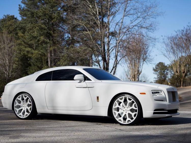 Белоснежный вариант Rolls-Royce Wraith от американцев