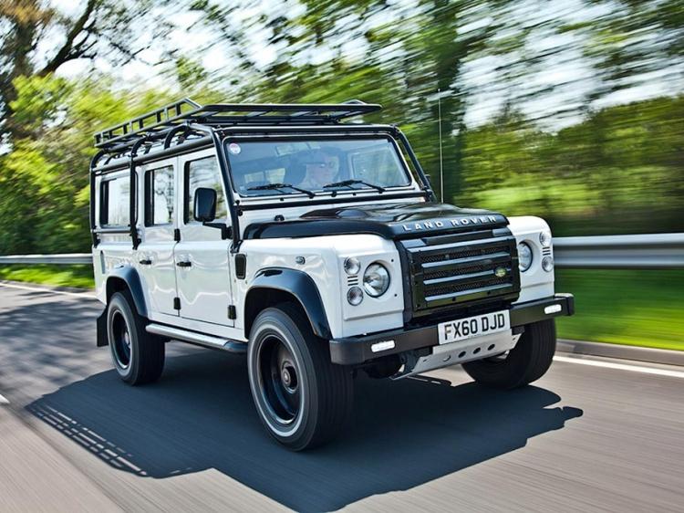 Автомобилю Land Rover Defender установят бензиновый мотор