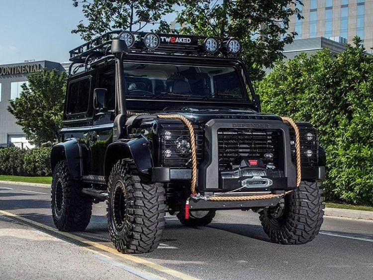 Тюнинг Land Rover Defender под стиль машины Бонда