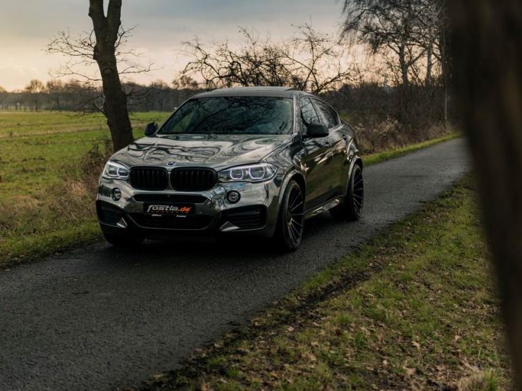 В Fostla создали зеркальный BMW X6 M50d