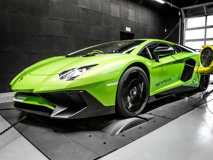 В Mcchip-DKR тюнинговали Lamborghini Aventador SV